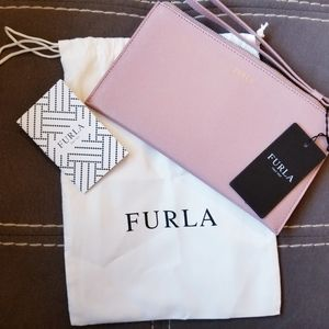 NWT Furla Pelle leather wristlet in dusty pink